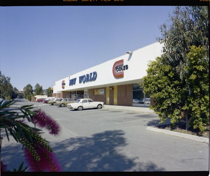 322677PD: Coles New World supermarket, West Armadale Shopping Centre, 7 September 1982 https://encore.slwa.wa.gov.au/iii/encore/record/C__Rb3159328