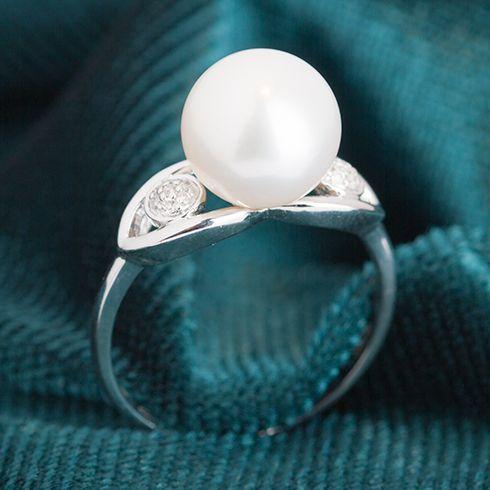 #Bijuterii cu perle Inel cu perla si diamante C045