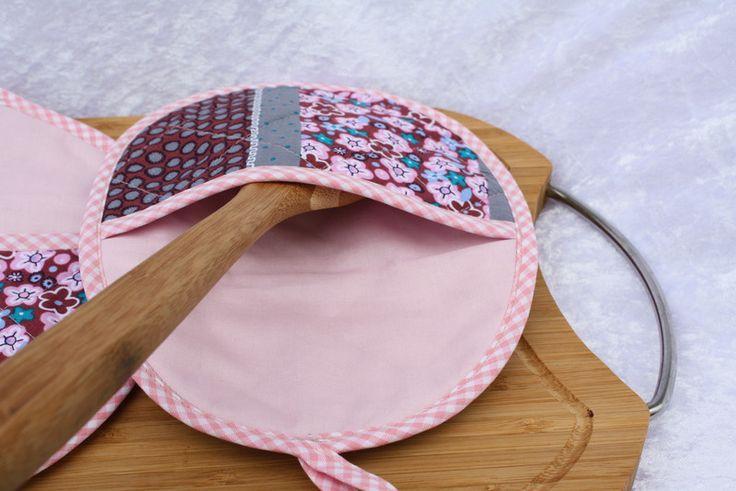 Kochutensilien - Topflappen oval Eingriff  Karo Küche rosa türkis  - ein Designerstück von trixies-zauberhafte-Welten bei DaWanda