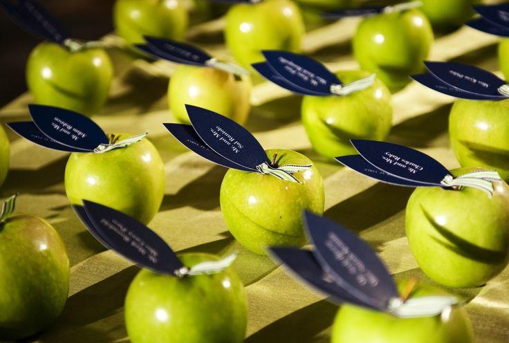 Green apple placecardsApples Placecards, Vegetarian Spots, Green Apples, Events Ideas, Random Stuff, Auction Ideas