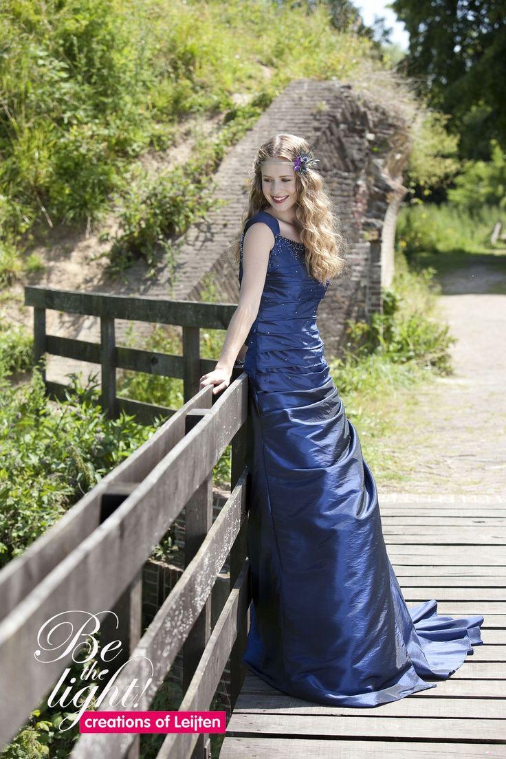 869 - Gekleurde bruidsmode - Bruidscollecties - Bruidshuis Elly