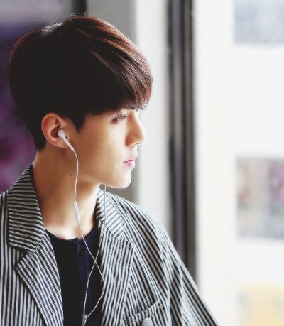 His side view omg