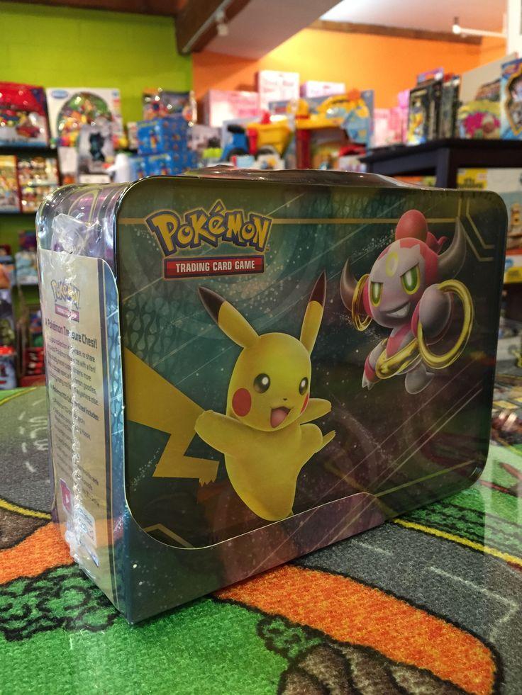 Pokemon, Boîte Treasure Chest, incluant 18 pokémon trésor, 5 TCG Booster pack, 3 cartes promo feat Hoopa, Pikachu et Chespin, et bien plus! 39.99$. Disponible dans la boutique St-Sauveur (Laurentides) Boîte à Surprises, ou en ligne sur www.laboiteasurprises.ca ... sur notre catalogue de jouets en ligne, Livraison possible dans tout le Québec($) 450-240-0007 info@laboiteasurprisesdenicolas.ca
