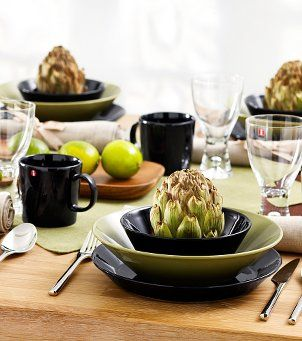 Iittala Table settings;  Black and green tableware.  Tableware: Iittala Teema