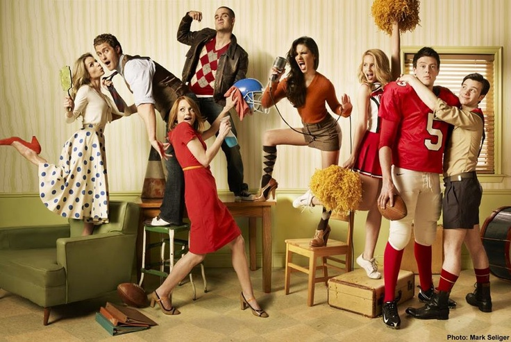 dont care anything about glee. may have pinned this before. girl on far left. must have that outfit.