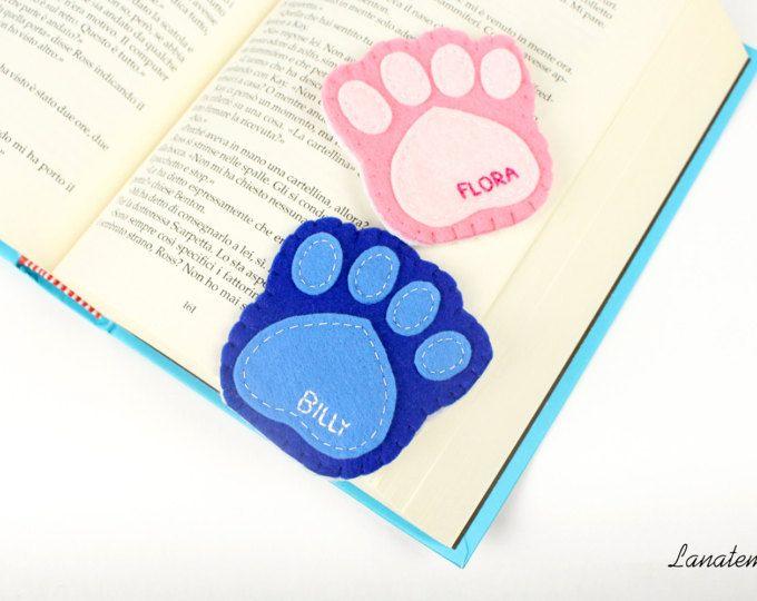 Zampa cane segnalibro in feltro con nome ricamato, segnalibro personalizzato, rosa o blu, segnalibro in feltro