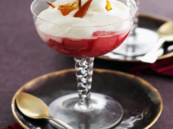 Fruchtiger Syllabub mit Karamell ist ein Rezept mit frischen Zutaten aus der Kategorie Dessert. Probieren Sie dieses und weitere Rezepte von EAT SMARTER!
