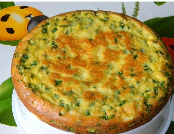 Пышный пирог с яйцом и зелёным луком.