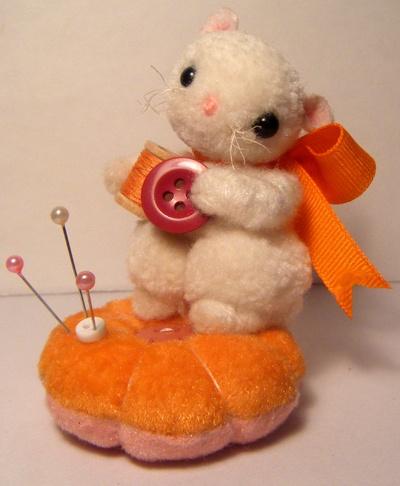 Yarn Mouse Pin Cushion