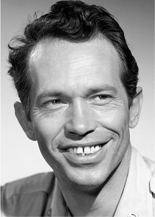 Warren Oates Oates was born and raised in Depoy, a tiny rural community west of Greenville in Muhlenberg County, Kentucky. He attended high school in Louisville, became interested in theater at the University of Louisville and starred in several plays there in 1953 for the Little Theater Company. He got an opportunity in New York City to star in a live production of the television series Studio One in 1957.