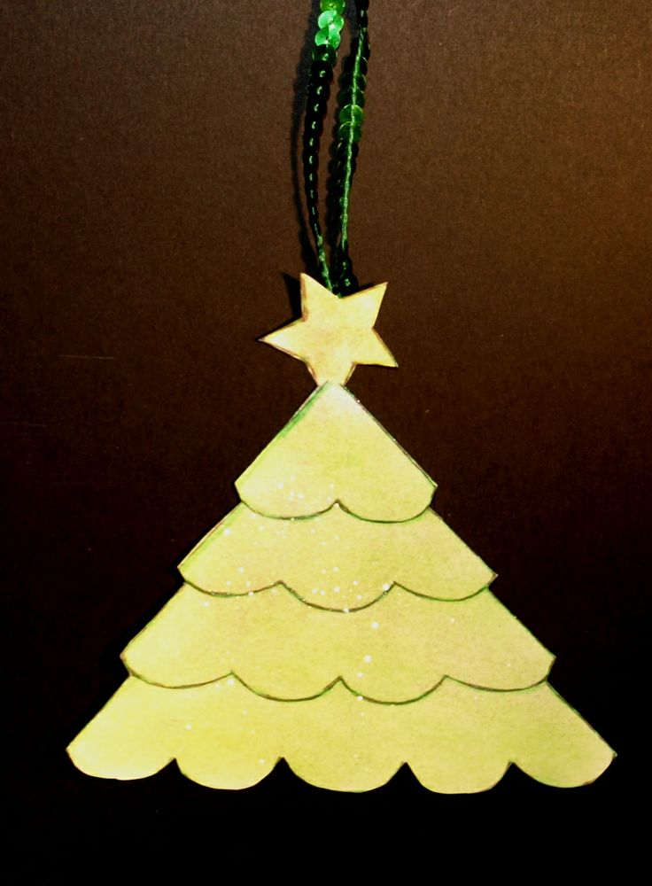 Frilled Christmas tree for little or aged hands to do.Either hang on the tree, use as gift decoration or as  a card. Template and instructions http://www.ezyshaid.com