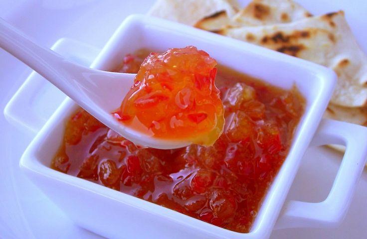 Ingredientes: 4 pimentas dedo de moça sem sementes picadas (coloque menos se você não suportar) 1 maçã descascada e ralada no ralo grosso 1 xícara de açúcar 200ml de suco de laranja 2 dentes de alh…