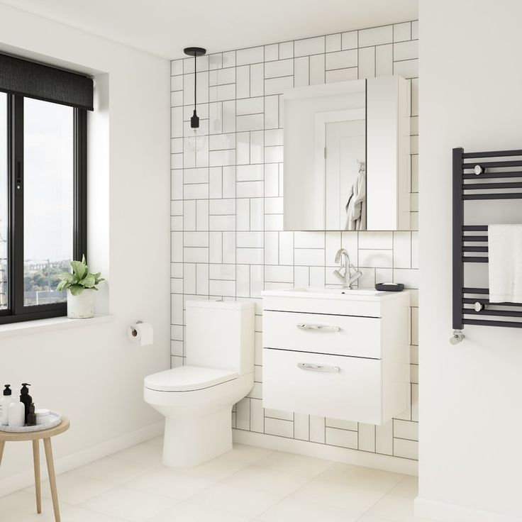 Die besten 25+ Badezimmer mit weißen Fliesen Ideen auf Pinterest - steckdosen badezimmer waschbecken