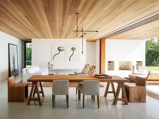 Sala de Jantar com Forro de MAdeira. Arquiteto: 1100 Architect & Kelly Klein.