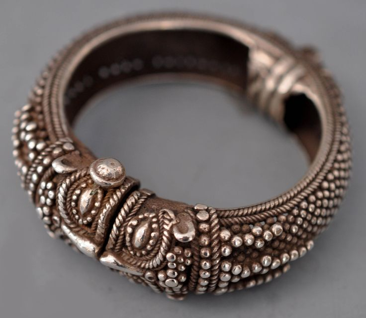 Granulated makhara face bracelet (private collection Linda Pastorino)