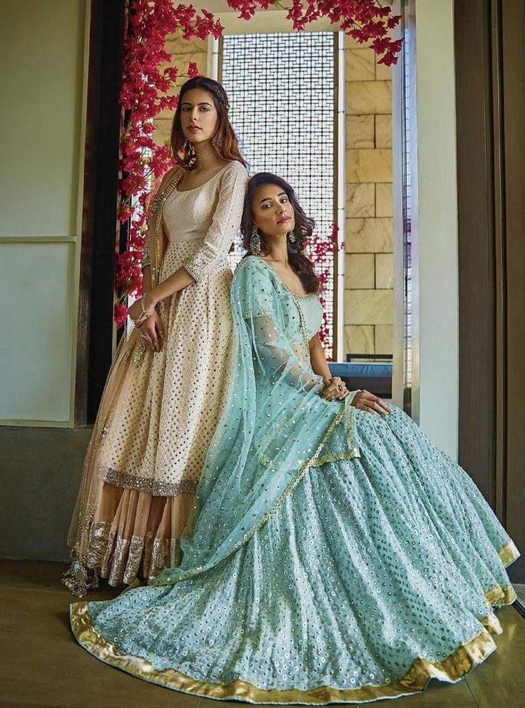 June, 2017, Statement dupattas n old-world aesthetics define #Abhinav_Mishra's new collection Sitara Shahpurjat, South Delhi https://www.facebook.com/pg/Abhinav-Mishra-171131386292346/about/?ref=page_internal via @sunjayjk Distinguished by the use of mirrors and heavy hand embroidery only on the dupattas of his ensembles, the designer tells us that this is the secret to keeping his collection lightweight.