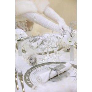 Set de table intissé blanc et gris rond quiz sur les mariés, 10 sets de table intissé connaissez vous bien les mariés avec motif coeur et questions d'amour.