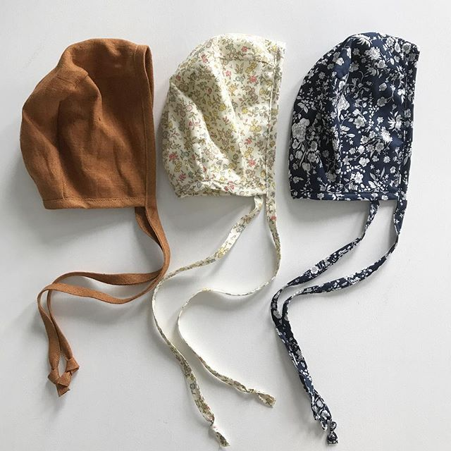 Lovely new bonnets in store! 🌿@briarhandmade #littlelovedones #briarhandmade #handmade #bonnet #babywear #ministyle #babybonnet #babyhat #organic #linnen #rust #midnight #bouquet #aster #floral #libertyoflondon #kidsconceptstore