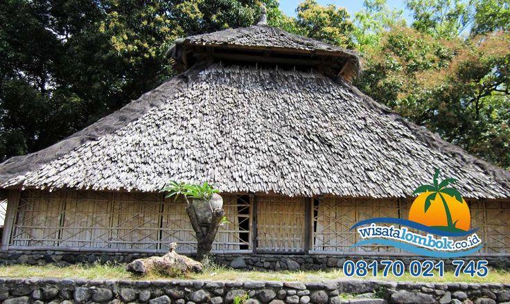 Mau Melihat Sejarah Islam, Masjid Bayan Beleq Tempatnya  Masjid Bayan Beleq adalah masjid tertua yang ada di Lombok. Masjid ini terletak di Lombok bagian utara. Masjid Bayan Beleq memiliki sejarah yang sangat di kenal dan mendunia,  Yuk kunjungi   http://www.wisatalombok.co.id/info-wisata-lombok/masjid-bayan-beleq-masjid-tertua-di-lombok/  Untuk info dan paket wisata Lombok