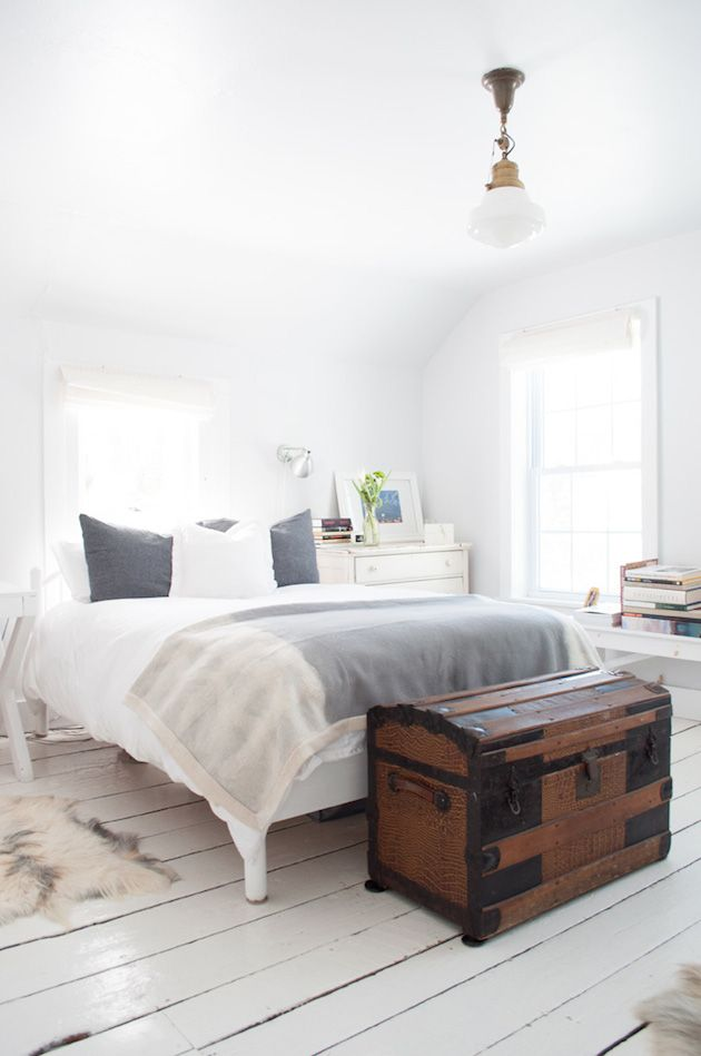 The calm white house of J.M. Generals owner in the Catskill Mountains. Design Sponge / Max Tielman.