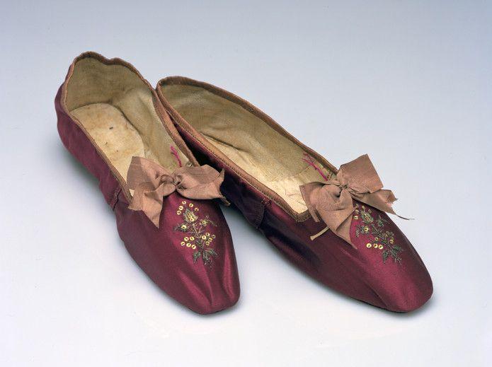 Women's shoe, ca. 1810 Silk satin weave embellished with metallic yarn, spangles, and silk ribbon