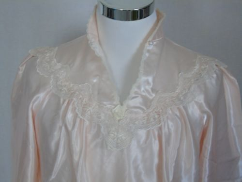Vintage-Ilise-Stevens-Pink-Lace-Trim-Nightgown-Pearl-Buttons-Silky-Satin-M
