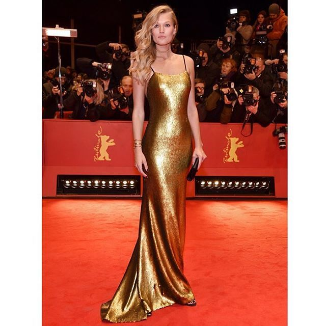 Golden Girl: Last week at the 67th International Berlin Film Festival german model Toni looked stunning in custom made sequined slip dress designed by Boss Hugo Boss. She completed the look with black satin minaudiere and sandals for the overall elegance instead of glamour. #Boss #ToniGarrn #BerlinInternationalFilmFestival2017 #MCRedCarpet  via MARIE CLAIRE INDONESIA MAGAZINE OFFICIAL INSTAGRAM - Celebrity  Fashion  Haute Couture  Advertising  Culture  Beauty  Editorial Photography  Magazine…
