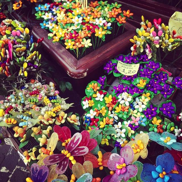 Se il fiori non bastano mai....dillo con un confetto.. #Sulmona