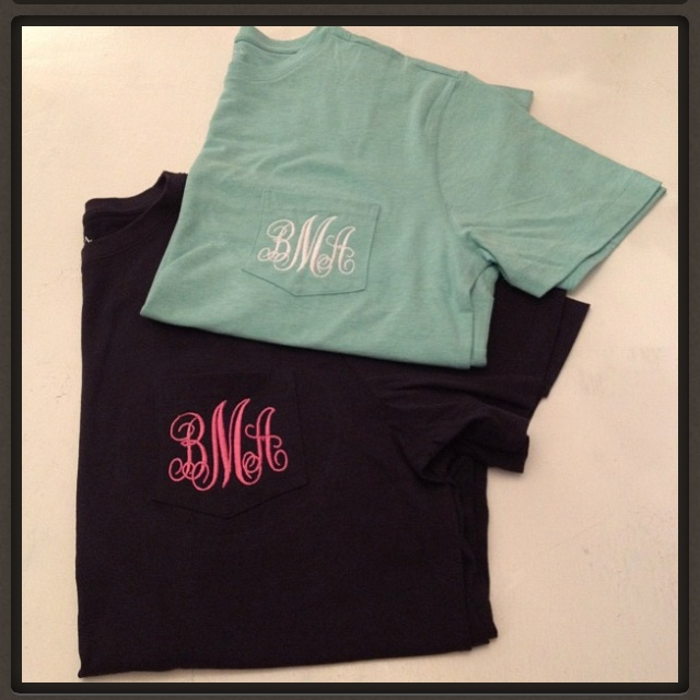 Monogrammed t-shirts!: Pockets Tees, Cute Ideas, Monograms Tshirt, Monograms Frocket, Bridesmaid Gifts, Monograms Tees, Monograms Pockets, Monograms Everything, Monograms T Shirts