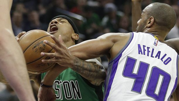 #NBA   Boston Celtics guard Isaiah Thomas, left, is fouled by Sacramento Kings guard Arron Afflalo during the first quarter of an NBA basketball game, Wednesday, Feb. 8, 2017, in Sacramento, Calif. (AP Photo/Rich Pedroncelli)