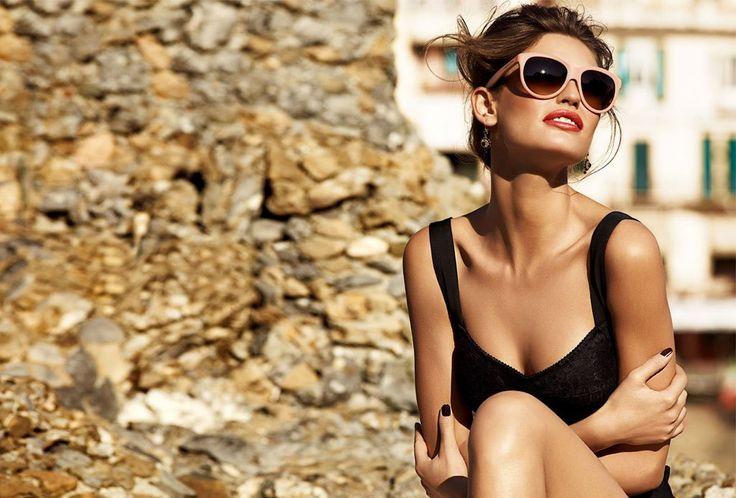 6 estilos de lentes oscuros para acompañar el verano