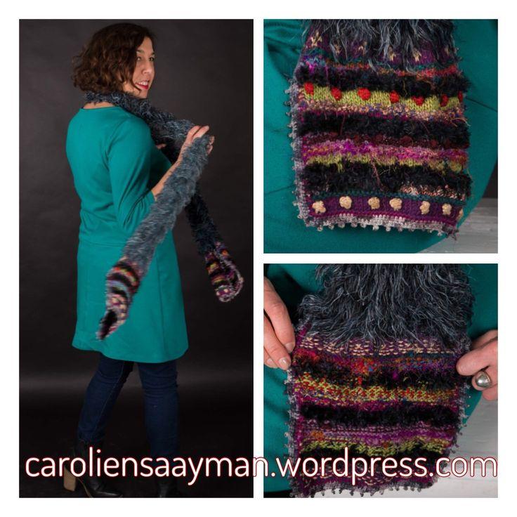 Add some colour to your scarf caroliensaayman.wordpress.com #wearableart #knittersofinstagram #knittersoftheworld #knittinglove #knitting #knittingdesign #caroliensaayman #scarf