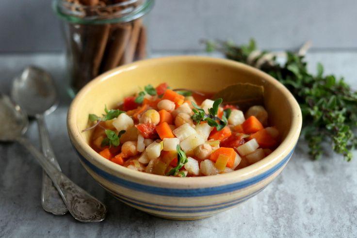 Rozgrzewająca zupa to idealna propozycja na chłodne dni i wieczory. Przygotujcie sobie duży gar i ugotujcie tę zupę na zapas.