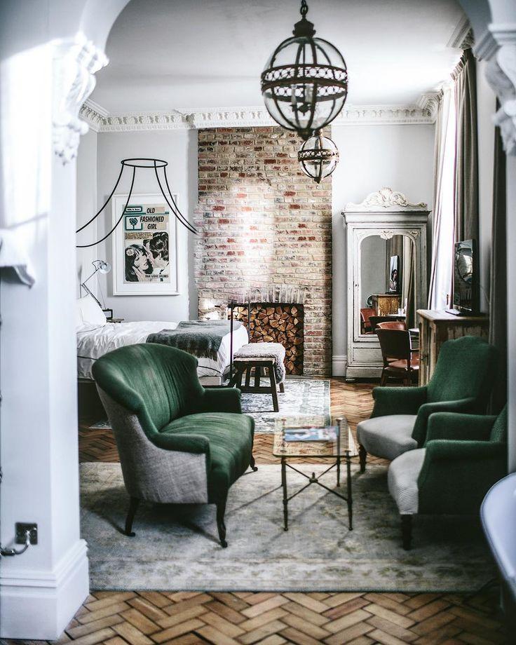 Artist Residence - London  Parquet original à bâton rompu lames courtes