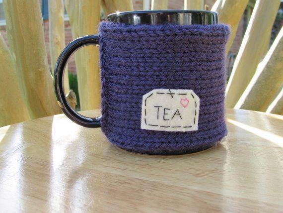 Taza de té acogedor taza de té acogedora en color violeta de punto