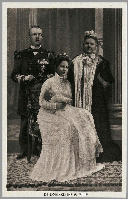 Koningin Wilhelmina Prins Hendrik Prinses Juliana en Koningin moeder Emma