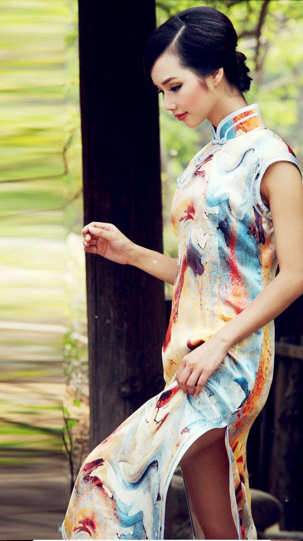 #43 - Tars of butterfly - Read full story: http://www.elegente.com/modern-graceflul-floral-chinese-oriental-cheongsam-dress.html