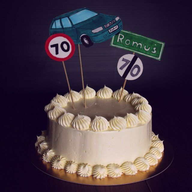 so this pure, elegant... wait. here comes the fun part! oops :) #cake #birthdaycake #70thbirthday #funnycake #drivercake #carcake #roadcake #skoda #skodafelicia #roadsigns #homemade