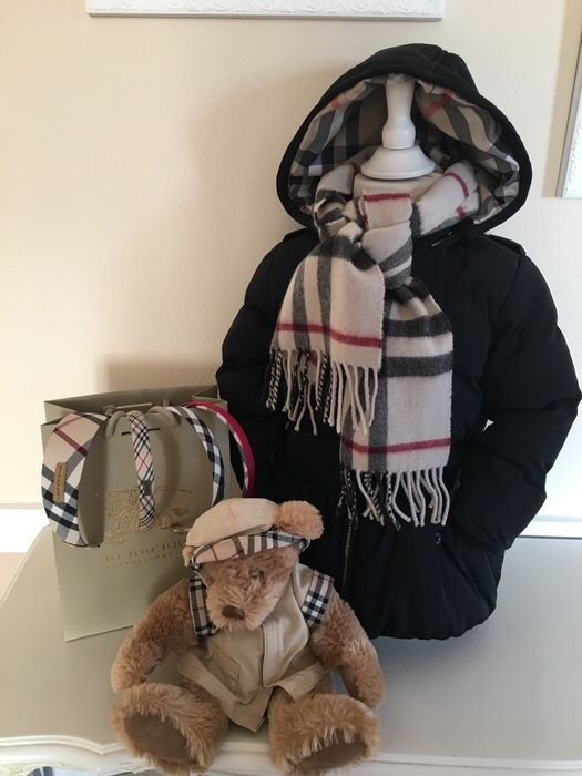 Mein Orig. Burberry Girly Winterjacke Gr.2 Jahre / 86 cm von Burberry! Größe 92 für 75,00 €. Schau´s dir an: http://www.mamikreisel.de/kleidung-fur-madchen/outdoorbekleidung-jacken/33773333-orig-burberry-girly-winterjacke-gr2-jahre-86-cm.