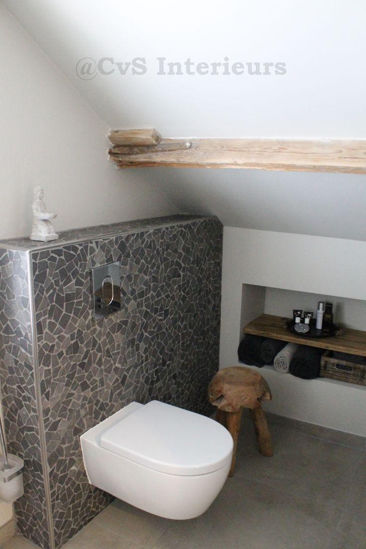 Stoer Landelijke badkamer - Colette van Schilt Interieurs - houten balk in badkamer. :)