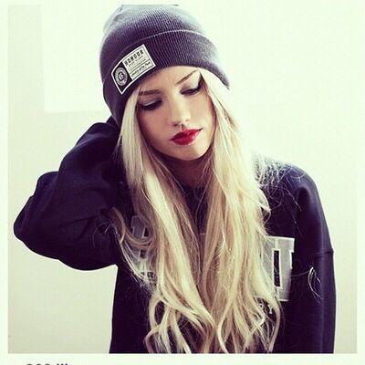 Girl in beanie, blondie | drawing ideas | Pinterest | Beanie ... high school look