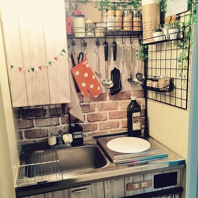女性で、1Kのミニキッチン/賃貸/男前/壁紙/ナチュラル/DIY…などについてのインテリア実例を紹介。「極狭キッチン。壁紙の貼り方が雑(´-`)性格が出ますね。。」(この写真は 2016-01-31 23:18:15 に共有されました)