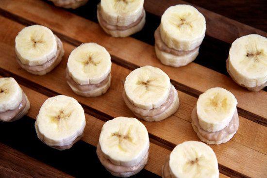Frozen Banana and Peanut Butter Recipe: Almonds Butter, Frozen Nutti, Butter Recipes, Yogurt Recipes, Posts Workout Snacks, Bananas Nibbler, Peanut Butter, Healthy Desserts, Frozen Bananas