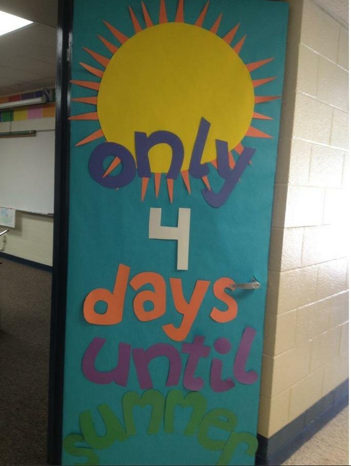 Summer Classroom Door Decor ~ Love this countdown to summer door decoration
