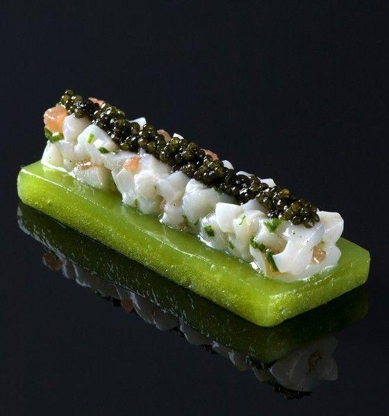 Gelée de pomme verte, tartare de noix de Saint-Jacques et caviar                                                                                                                                                                                 Plus