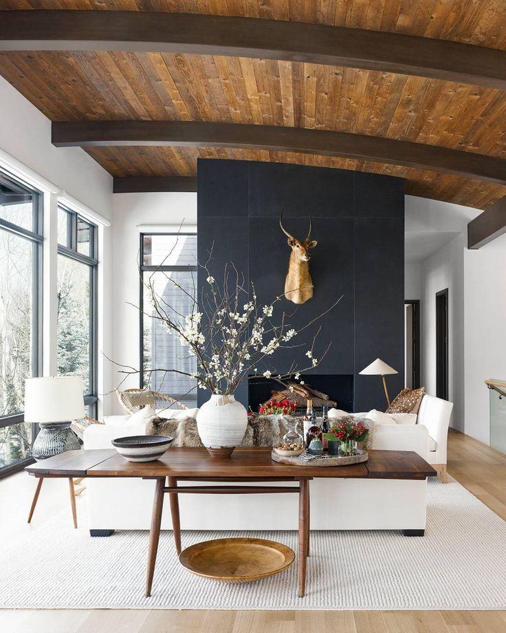 When rustic meets refined... gushing over this gorgeous decor (elegant and right on trend this October) viaVERANDA Magazine| Photo: Björn Wallander, Interior Design: Daniel Romualdez#decorinspo#trendalert#moodyinteriors