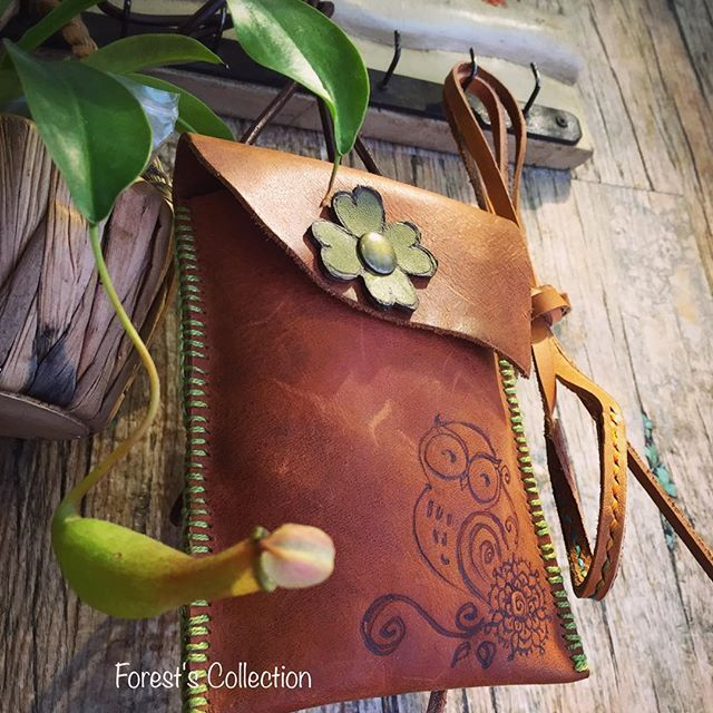 【happyowlzzz】さんのInstagramをピンしています。 《🦉🍀❤#owl#owls#owllovers #handmade#handpainted #handburned #leather#leathercraft #hkig #hongkong #madetoorder #fourleaf #lucky#plants#nature#etsy#etsyshop#forest#forestcollectionhk#unique#wood#天后#森林#小店#貓頭鷹#皮革手作 #歡迎訂購》