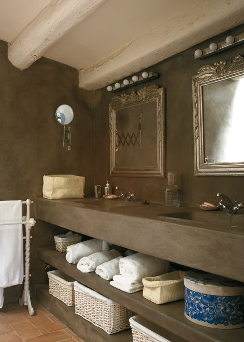 Una tendencia que se impone. Los baños revestidos con microcemento, un acabado parecido al cemento pulido pero más fino elegante.