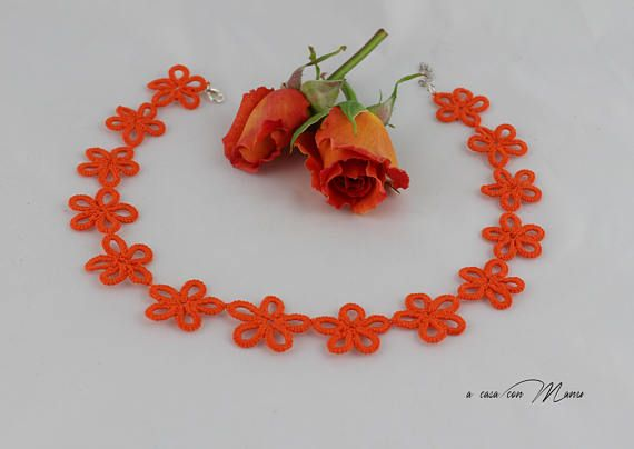 Collana arancione pizzo chiacchierino Orange lace collar