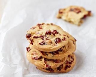 Cookies légers aux baies de Goji et pépites de chocolat : http://www.fourchette-et-bikini.fr/recettes/recettes-minceur/cookies-legers-aux-baies-de-goji-et-pepites-de-chocolat.html